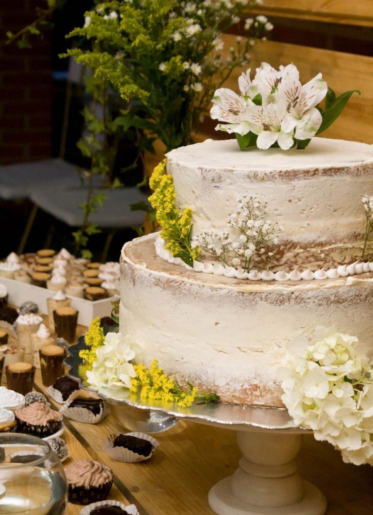 trabajar con proveedores para su boda en el patio trasero
